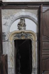 Eglise - Deutsch: Katholische Pfarrkirche Saint-Jean-Baptiste in Chaource im Département Aube (Champagne-Ardenne/Frankreich), Tür im Chor zur Kapelle der Grablegungsgruppe