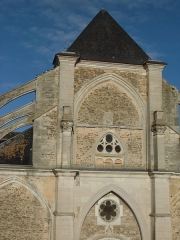 Eglise - Eglise Saint-Jean-Baptiste de Chaource vue de la place de l'église