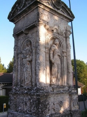 Croix de cimetière - This building is indexed in the Base Mérimée, a database of architectural heritage maintained by the French Ministry of Culture,under the reference PA00078182 .