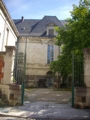 Abbaye Saint-Loup - Français:   Musée Saint-Loup de Troyes (Aube, France): façade