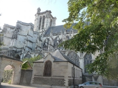 Cathédrale Saint-Pierre Saint-Paul - Photo prise depuis la cour de l'ancien évêcher ( Côté sud-est ) .