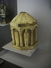 Cathédrale Saint-Pierre Saint-Paul - Trésor de la cathédrale Saint-Pierre-et-Saint-Paul de Troyes (Aube, France): coffret à reliques des années 1200