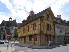 Eglise Saint-Nizier -  Old houses in Troyes, France: In back St Nizier church.