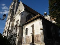 Eglise Saint-Nizier - Autre point de vue où apparaissent le clocher et les tuiles vernissées d'influence bourguignonne.