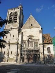 Eglise Saint-Nizier - Français:   Façade Sud-Ouest. La toiture présente des tuiles émaillées polychromes en dessin losangé, refaites selon le modèle ancien.