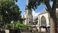 Eglise Saint-Rémy - Français:   Eglise du 14ème siècle, doté d\'une tour clocher comportant un cadran à aiguille unique.
