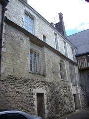 Ancien Evêché - Français:   Ancien palais épiscopal de Troyes (Aube, France), vu depuis la rue de la Crosse