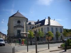 Hôtel-Dieu - Français:   Hôtel-Dieu de Troyes (Aube,  France), depuis le quai Dampierre