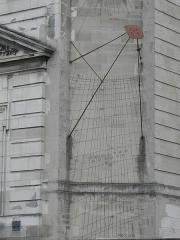 Hôtel-Dieu - Français:   Cadran solaire ornant la façade principale de l\'Hôtel-Dieu de Troyes (10).