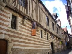 Hôtel de Mauroy - Français:   Maison de l\'outil et de la pensée ouvrière, à Troyes (Aube, France): façade rue Larivey