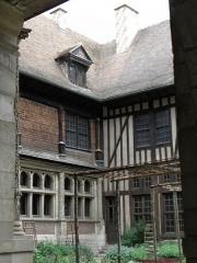 Hôtel de Mauroy - Français:   Cour intérieure de l\'Hôtel de Mauroy à Troyes (10).