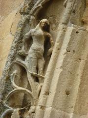 Eglise - English: Amagne (Ardennes) église Saint-Martin, portail, détail sculpture 02