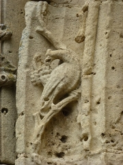 Eglise - English: Amagne (Ardennes) église Saint-Martin, portail, détail sculpture 01