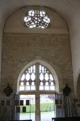 Eglise - Français:   Vu du portail de l\'église.