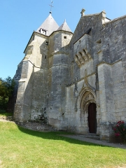 Eglise - English: Église Saint-Rémi d'Aouste, façade