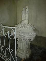 Eglise - English:   Église Saint-Rémi d\'Aouste, fonts baptismaux avec statue