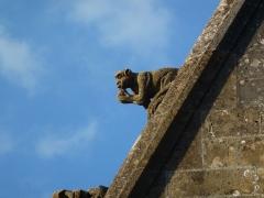 Eglise - English: Attigny (Ardennes) église Notre-Dame, sculpture sur un des pignons 02