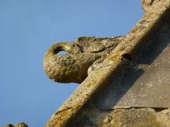 Eglise - English: Attigny (Ardennes) église Notre-Dame, sculpture sur un des pignons 06
