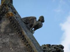 Eglise - English: Attigny (Ardennes) église Notre-Dame, sculpture sur un des pignons 05