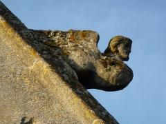 Eglise - English: Attigny (Ardennes) église Notre-Dame, sculpture sur un des pignons 07
