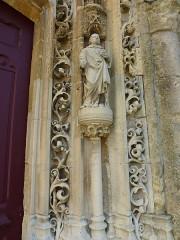 Eglise - English:   Charbogne (Ardennes) église Saint-Rémi, détail sculpture porche