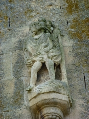 Eglise - English:   Charbogne (Ardennes) église Saint-Rémi, sculpture sur le contrefort de la façade