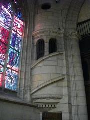 Basilique Notre-Dame de l'Espérance - Français:   Basilique Notre-Dame-d\'Espérance de Charleville-Mézières (Ardennes, France), escalier