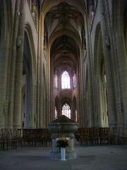 Basilique Notre-Dame de l'Espérance - Français:   Basilique Notre-Dame-d\'Espérance de Charleville-Mézières (Ardennes, France), nef