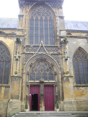 Basilique Notre-Dame de l'Espérance - Français:   Basilique Notre-Dame-d\'Espérance de Charleville-Mézières (Ardennes, France), transept nord