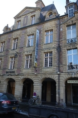Immeuble - This building is indexed in the Base Mérimée, a database of architectural heritage maintained by the French Ministry of Culture,under the reference PA00078393 .