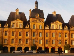 Place Ducale - Place Ducale (début du 17ième siècle) à Charleville-Mézières - Ardennes - France le 31/08/2011 à 8 heures du matin
