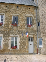 Château - Français:   La mairie de la commune de l\'Echelle, située dans le château. En Ardennes (France).