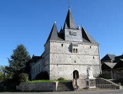 Eglise - This building is indexed in the Base Mérimée, a database of architectural heritage maintained by the French Ministry of Culture,under the reference PA00078458 .