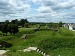 Fortifications - Français:   Rocroi: Célèbre ville des Ardennes (08) connue pour sa fortification en forme d\'étoile.