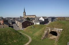 Fortifications - Français:   Une vue du point le plus haut des remparts de Rocroi