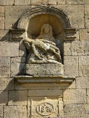 Eglise - English:   Saint-Marcel (Ardennes) chapelle de Giraumont, Pietà de la façade