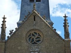 Eglise - English:   Saint-Marcel (Ardennes) église, pignon sculpté de la façade