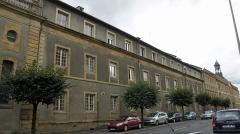 Ancienne manufacture royale de draps dite le Dijonval - Français:   Rue Margueritte, une partie de l\'hôpital et la façade du DIjonval.