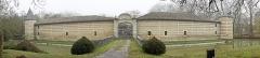 Château de Braux - Français:   La porte d\'entrée , les douves et le mur d\'enceinte du Chateau Braux ste Cohière.