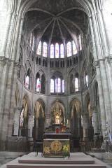 Eglise Notre-Dame-en-Vaux et son cloître - English: Châlons-en-Champagne, Collégiale Notre-Dame-en-Vaux, choir and high altar