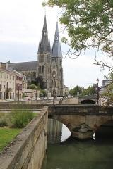 Eglise Notre-Dame-en-Vaux et son cloître - English: Châlons-en-Champagne, Canal du Mau and Collégiale Notre-Dame-en-Vaux
