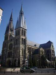 Eglise Notre-Dame-en-Vaux et son cloître - Collégiale Notre-Dame-en-Vaux à Châlons-en-Champagne (Marne, France), vue depuis le giratoire Jean Talon