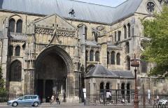 Eglise Notre-Dame-en-Vaux et son cloître - English: Châlons-en-Champagne, the Collégiale Notre-Dame-en-Vaux, southern side