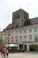 Eglise Saint-Alpin - English: Châlons-en-Champagne, the Place Foch, view to the church Saint-Alpin