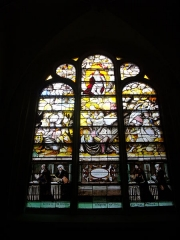 Eglise Saint-Alpin - Église Saint-Alpin de Châlons-en-Champagne (Marne, France), vitrail: la Résurrection et deux couples de donnateurs.