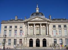 Hôtel de ville -  Hôtel de ville de Châlons-en-Champagne, architecte: Nicolas Durand, 1771.