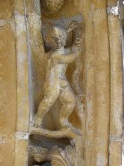 Eglise Saint-Martin - Français:   Église Saint-Martin de Courtisols (51). Détail d\'une des voussures du portail du croisillon sud.