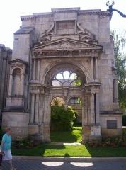 Eglise Saint-Martin -  Épernay (Marne, France): portail Saint-Martin, édifié en 1540, c'est le seul vestige de l'Église Notre-Dame qui fut détruite en 1909 Photo du 05-07-06