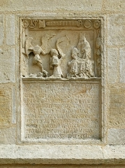 Eglise Notre-Dame - English: Relief and inscription stone (c. 15th ctry.) in the south facade of Basilica Notre-Dame de l'Épine, France (not yet listed in the Base Palissy).