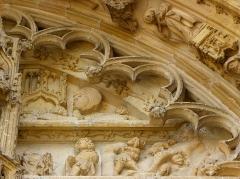 Eglise Notre-Dame - Français:   Portail central de la basilique Notre-Dame de l\'Épine (51). Tympan. Bergers de la Nativité.